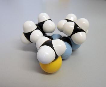 molecule-877773_960_720
